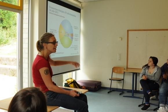 Iken gibt Infos zu EE Berufen. Foto: Stephanie Pletsch