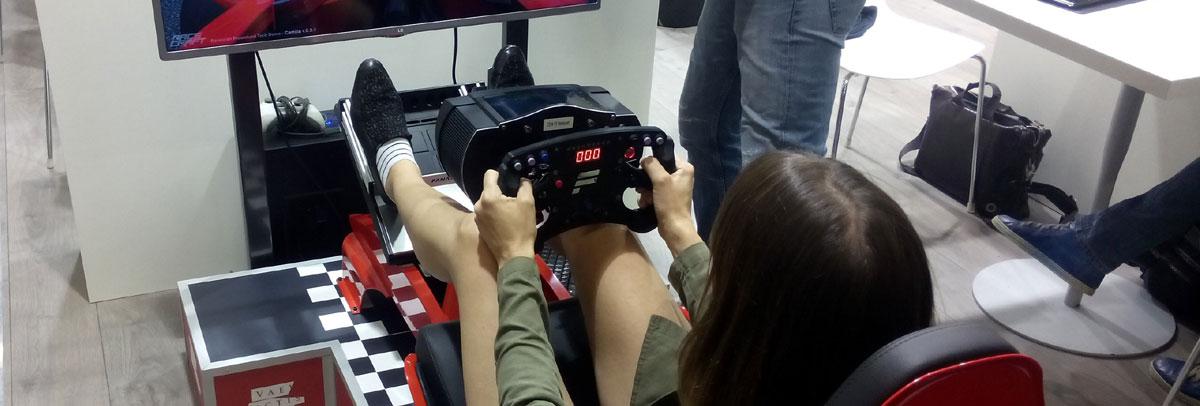 Dieses Mädchen interessiert sich für Computerspiele.